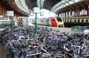 Sea_of_bikes,_Bristol_Temple_Meads_station