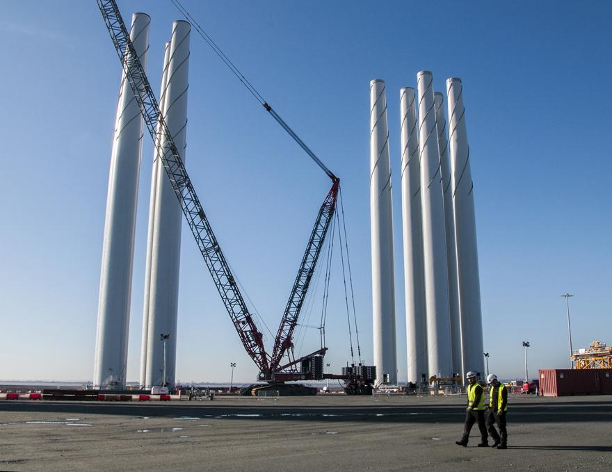 Siemens wind turbines Hull_ChrisBentley_Flickr
