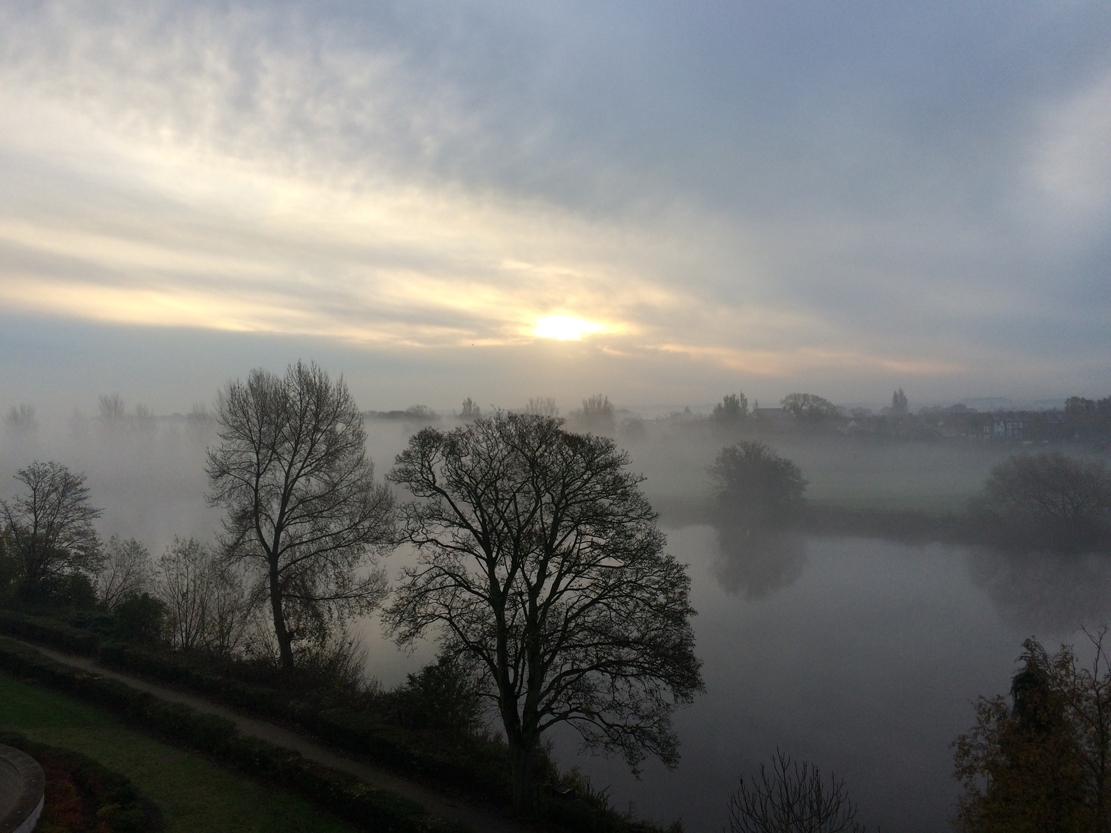 Sunrise through a foggy start of the day over the river Trent