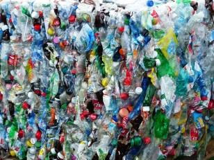 plastic-bottles-115082_1280