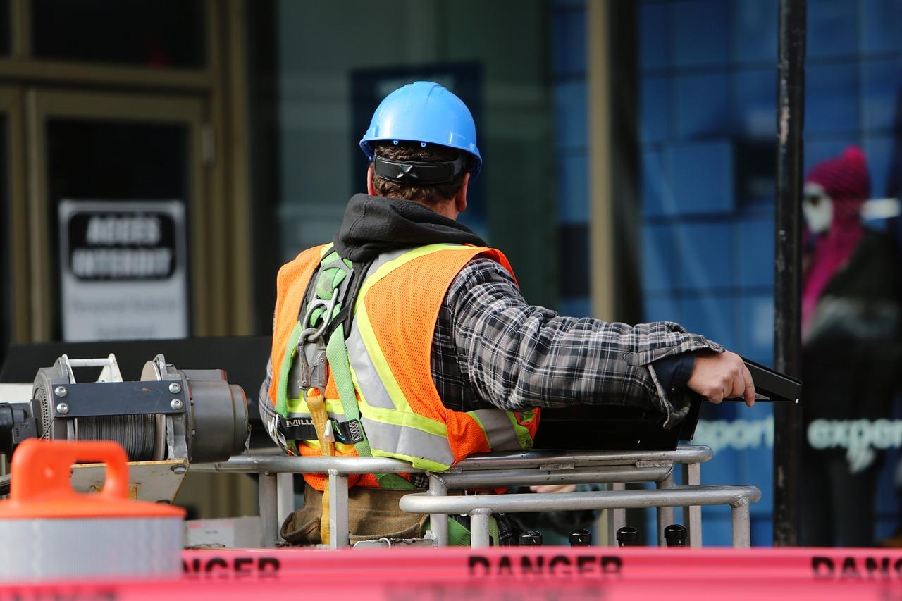 construction-worker-569126_1280.jpg