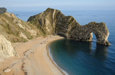 1200px-Durdle_Door_Overview.jpg